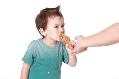 Chłopiec łasowania kurczak Obrazy Royalty Free