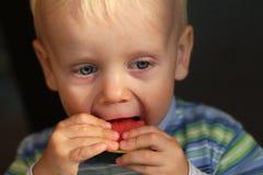 Chłopiec łasowania melon Obraz Stock