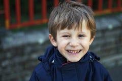 Chłopiec śmiać się Zdjęcia Royalty Free