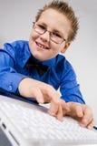 chłopiec śmieszny odosobniony laptopu szkoły biel Zdjęcie Royalty Free