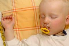 chłopiec śpi Obrazy Royalty Free