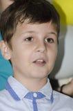 Chłopiec śpiew Zdjęcia Royalty Free