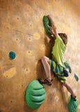 Chłopiec arywista wspina się indoors zdjęcia royalty free