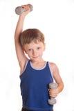 Chłopiec błękitna koszula robi ćwiczeniom z dumbbells nad białym backgro Fotografia Royalty Free