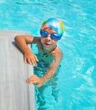 chłopiec basenu dopłynięcie Zdjęcia Royalty Free