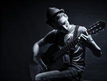 Chłopiec bawić się gitare Obrazy Royalty Free