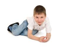 Chłopiec bawić się i obsiadanie Zdjęcia Stock