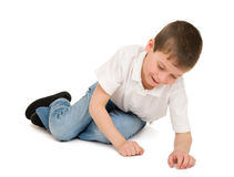 Chłopiec bawić się i obsiadanie Obrazy Royalty Free
