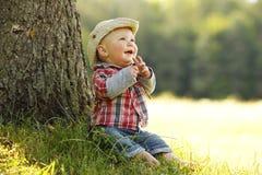 Chłopiec bawić się kowboja w naturze Obrazy Royalty Free