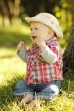 Chłopiec bawić się kowboja w naturze Fotografia Stock