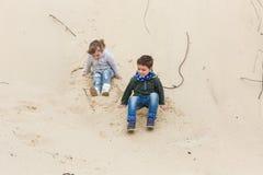 Chłopiec bawić się z dziewczyną Fotografia Royalty Free