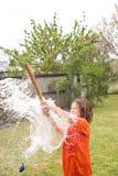 Chłopiec bawić się z wodnym balonem Fotografia Royalty Free