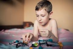 Chłopiec bawić się z zabawkami; Zdjęcie Royalty Free
