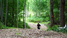 Chłopiec bieg w parku