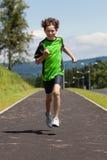 Chłopiec biegać plenerowy Zdjęcie Royalty Free