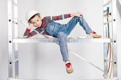 Chłopiec budowniczy w hełmie obraz royalty free