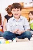 chłopiec ciasta bawić się obraz stock