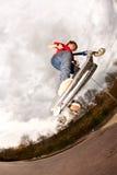 chłopiec cieszy się hulajnoga jeździeckich potomstwa Fotografia Stock