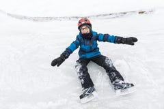 Chłopiec cieszy się jazda na łyżwach w zima sezonie Zdjęcie Stock