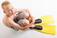 Chłopiec czekanie dla lata pływania Zdjęcia Royalty Free