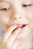 chłopiec czekolady zakończenia łasowanie w górę potomstw Obraz Royalty Free