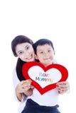 Chłopiec daje miłości karcie matka Obraz Royalty Free