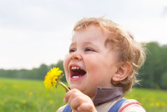 chłopiec dandelion ręka target1767_0_ trochę Obraz Stock