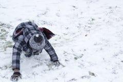 Chłopiec dostaje up od śniegu Zdjęcie Royalty Free