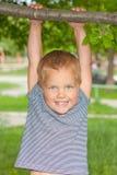 chłopiec drzewo gałęziasty wiszący Obraz Stock