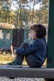 Chłopiec, duży hełmofon Fotografia Stock