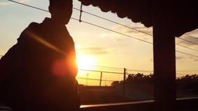 Chłopiec główkowanie przy wschodem słońca Fotografia Royalty Free