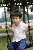 chłopiec huśtawka Zdjęcia Royalty Free