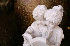 Chłopiec i dziewczyna stiuk zdjęcie royalty free