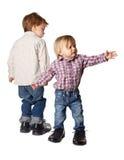 Chłopiec i dziewczyna w dużych butach fotografia stock