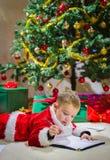 Chłopiec i list Fotografia Royalty Free