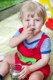 Chłopiec jeden roczniak bawić się z kolorowymi marmurami Obraz Royalty Free