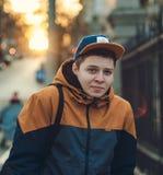 Chłopiec jest ubranym nakrętkę zdjęcie royalty free