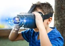 Chłopiec jest ubranym VR rzeczywistości wirtualnej słuchawki z interfejsem Zdjęcie Stock