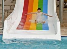 Chłopiec jest zabawę w Aqua parku Zdjęcia Stock
