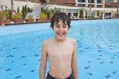 Chłopiec jest zabawę w Pływackim basenie Fotografia Royalty Free