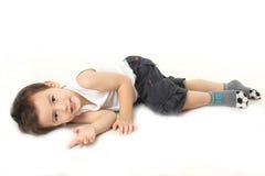 Chłopiec kłama puszek na podłoga Zdjęcia Royalty Free