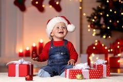 chłopiec kapeluszowy mały Santa obrazy stock