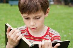 chłopiec książkowy czytanie Fotografia Royalty Free