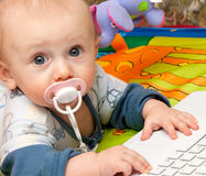 chłopiec laptop Obrazy Stock