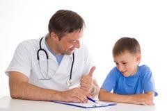 chłopiec lekarki zdjęcia royalty free