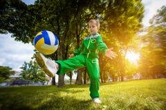 Chłopiec ma zabawę bawić się piłkę nożną z piłką Obraz Royalty Free