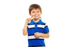 Chłopiec muśnięcie jego zęby Zdjęcie Stock