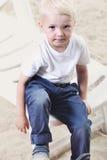 Chłopiec na plaży obrazy royalty free