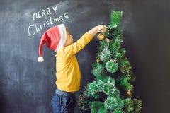 Chłopiec napisał wpisowym Wesoło Cristmas Święta moje portfolio drzewna wersja nosicieli Xma Obrazy Stock
