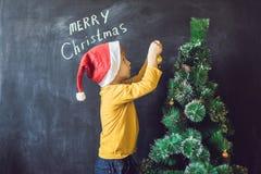 Chłopiec napisał wpisowym Wesoło Cristmas Święta moje portfolio drzewna wersja nosicieli Xma Obraz Stock
